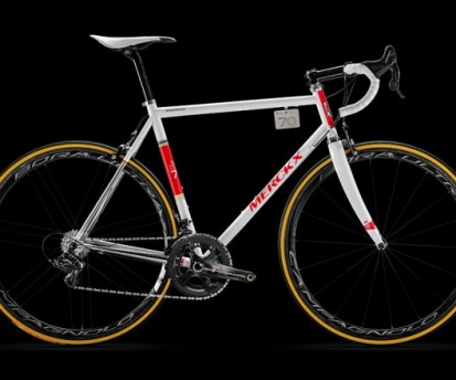 Bike-tech: 4.5 milli�s, limit�lt p�ld�nysz�m� bringa, Eddy Merckx 70. sz�let�snapj�nak tisztelet�re