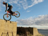 Danny MacAskill - Way back home...l�tni kell!